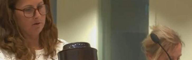 На суд по делу о катастрофе MH17 принесли урну с прахом одной из жертв