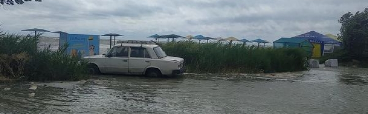 У курортних Кирилівці та Бердянську затопило пляжі і бази відпочинку (ФОТО, ВІДЕО)
