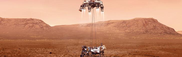 """Марсоход NASA успешно """"приземлился"""": появилось первое фото Марса"""
