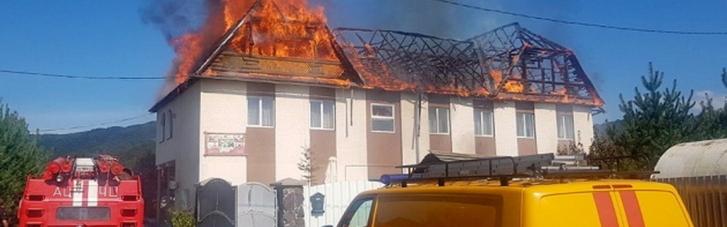 На курорті на Закарпатті палає готель (ФОТО)