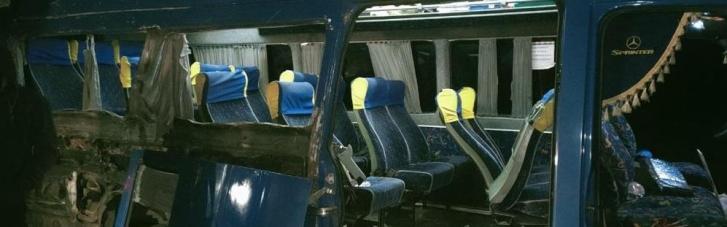 """По дороге из Умани в """"Борисполь"""" микроавтобус с паломниками-хасидами попал в ДТП: один человек погиб"""