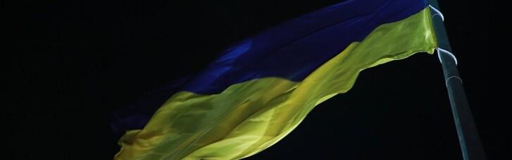 Найбільший прапор України знову приспустили