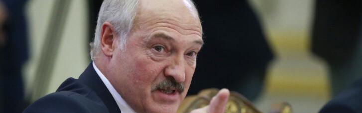 """Коронавирус и пленные """"вагнеровцы"""". Как Лукашенко мутирует к выборам, ломая заговоры и лечась трактором"""