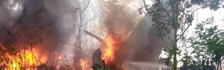 На Филиппинах разбился военный самолет: на борту было 92 человека (ФОТО, ВИДЕО)