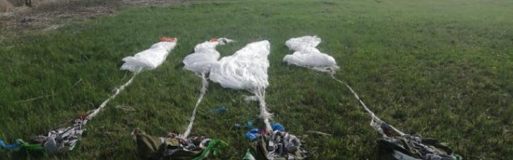 На кордоні з РФ в Луганській області знайшли сумки з парашутами (ФОТО)
