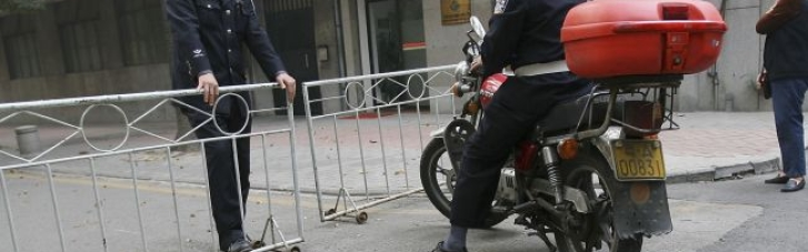 У Китаї чоловік з ножем напав на перехожих, є загиблі та поранені