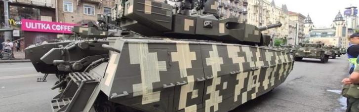 """В ВСУ объяснили, почему """"нанесли"""" камуфляж на парадные танки скотчем (ВИДЕО)"""