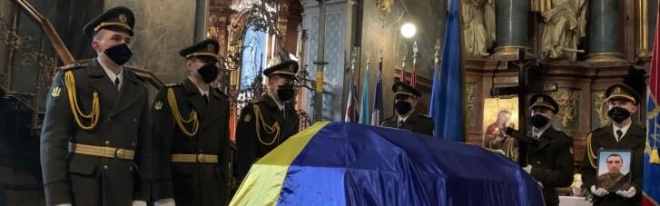 У Львові попрощались з бійцем, тіло якого передали бойовики на Донбасі (ФОТО)