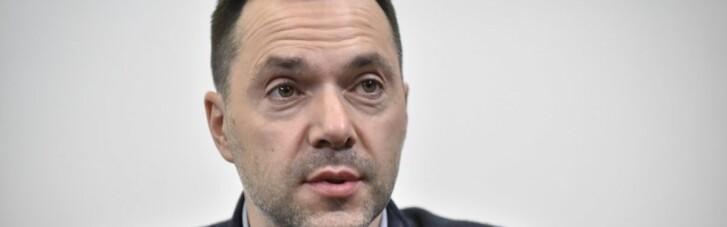 """""""Вузький діапазон"""": Арестович розповів про поведінку росіян на переговорах"""