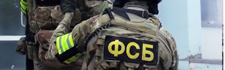 В оккупированном Крыму ФСБ задержала двух украинцев за возложение цветов к памятнику Шевченко