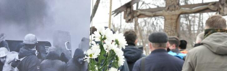 У Києві відбулась панахида за Небесною сотнею, люди несуть квіти (ФОТО, ВІДЕО)