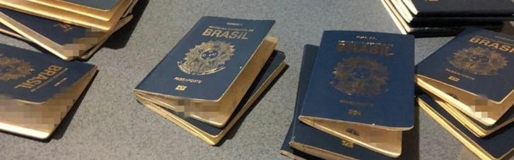 """На Львовщине задержаны 24 нелегала из Бразилии, """"замаскированные"""" под футбольных болельщиков (ФОТО)"""