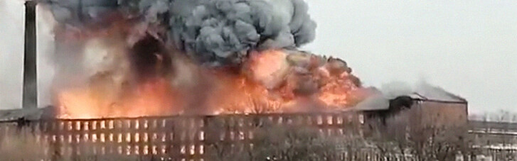 У Пітері спалахнув великий бізнес-центр: є загиблий і постраждалі (ФОТО, ВІДЕО)
