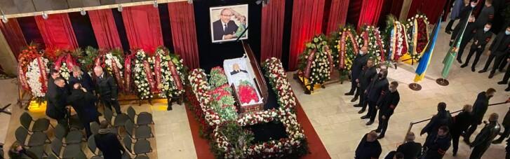 Похорон Кернеса. Show must go on