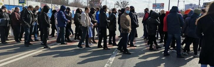 У Полтаві підприємці перекрили трасу, протестуючи проти карантину (ФОТО)