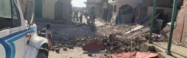 Землетрясение на Гаити: число жертв превысило три сотни человек