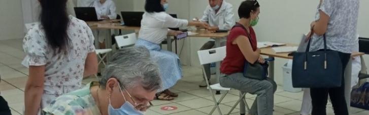 У Чернігові почали вакцинувати препаратом Pfizer всіх бажаючих