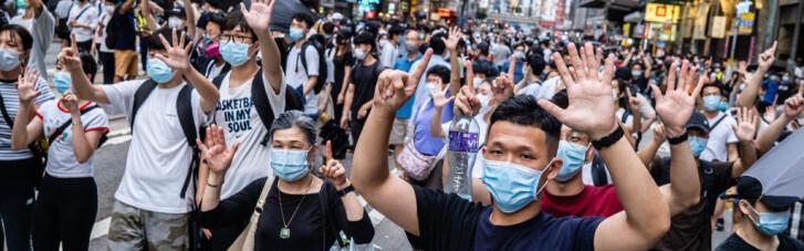 Имитация драки. Как Лондон и Пекин воюют за жителей Гонконга
