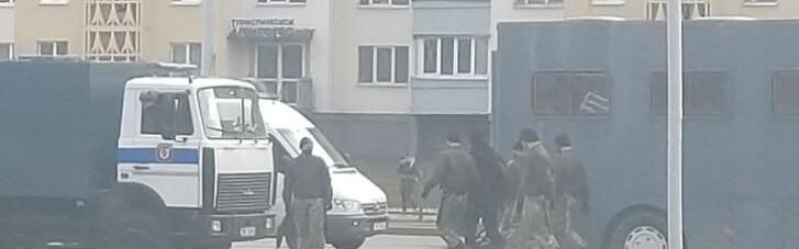 На вулицях Мінська нові затримання та спецтехніка (ФОТО, ВІДЕО)