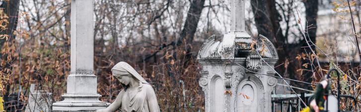 Школьники в Луцке станцевали на могилах ради видео в TikTok: появилась реакция полиции