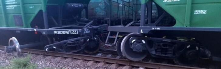 Рух поїздів на південному напрямку затримується на дві години: вагони зійшли з рейок
