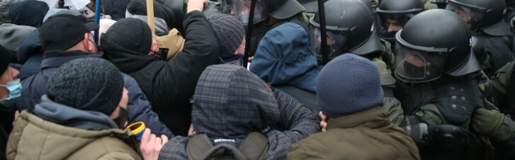 Столкновения под Радой: полиция задержала участника акции протеста (ФОТО)