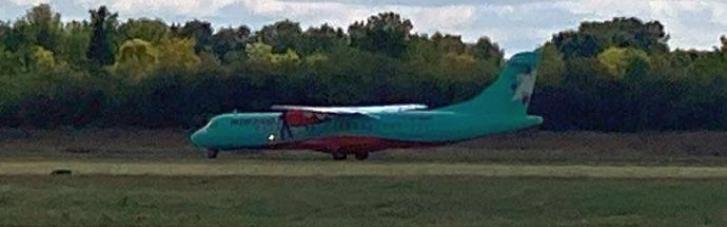 Льовочкіна та депутатів ОПЗЖ не випустили з літака, який приземлився в аеропорту Полтави