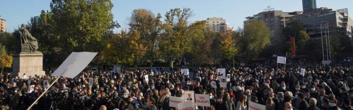 Опозиція в Єревані забігла до одного з корпусів уряду Вірменії (ВІДЕО)