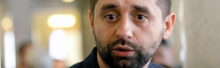 """""""Слуги"""" запрошують Степанова на засідання фракції, на якому розглянуть питання його відставки"""