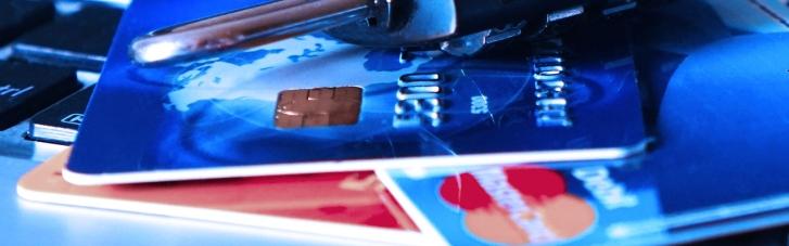 Ощадбанк подовжив термін дії карток для переселенців до 1 січня 2022 року