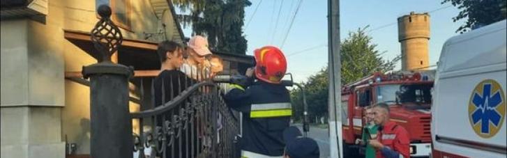 Стрибала на батуті: на Рівненщині дівчинка напоролася на огорожу (ФОТО)