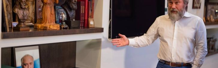 В офісі Новинського встановлено портрет покійного прем'єр-міністра Росії з триколором