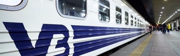 """""""Укрзализныця"""" возобновляет курсирование поездов во всех областях Украины, кроме одной"""