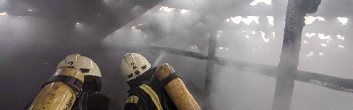 В центрі Києва спалахнула пожежа: проводиться евакуація мешканців