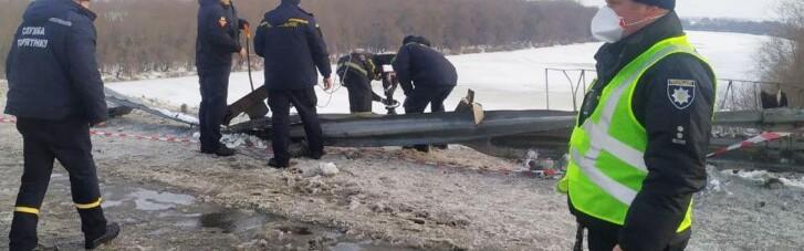 На Чернігівщині фура впала з моста в річку (ФОТО, ВІДЕО)