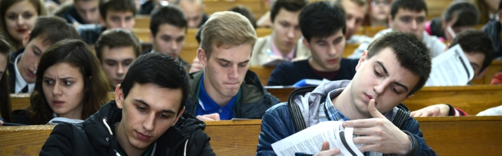 """Нардепы хотят наказывать студентов за покупку рефератов """"гривней"""": о каких суммах идет речь"""
