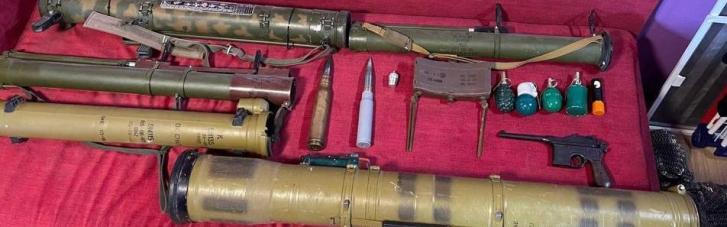 На Днепропетровщине преступники сбывали два года боеприпасы, оружие и взрывчатку из зоны ООС (ФОТО)
