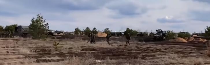 Журналісти показали зсередини великий табір російських військ на кордоні з Україною (ФОТО, ВІДЕО)