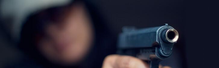 У Хмельницькому двоє хлопців влаштували стрілянину з балкона по перехожих: хуліганів спіймали