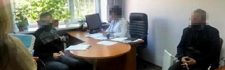 У Києві заблокували схему продажу підроблених COVID-сертифікатів (ФОТО)
