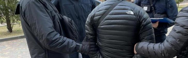 """В Одессе полицейский систематически брал деньги у женщины за """"крышевание"""" порнобизнеса"""
