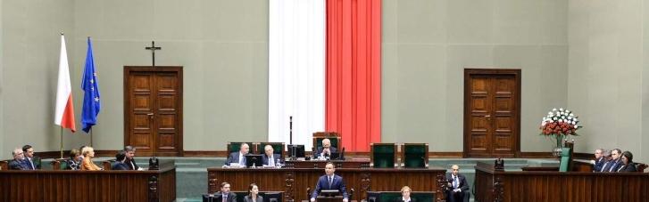 ЕК просит суд ввести санкции против Польши из-за судебной реформы