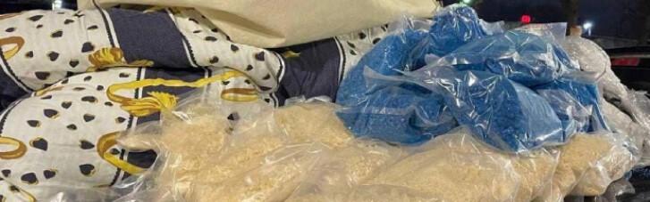 В Киеве копы обнаружили в авто наркотики на 20 млн грн (ФОТО)