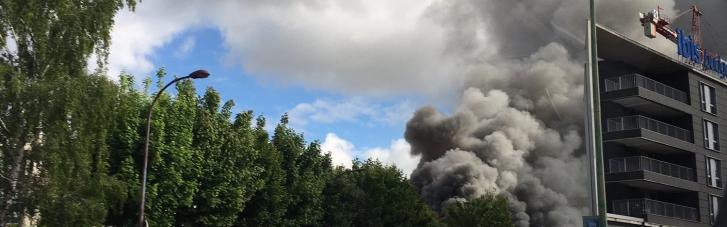 На хімзаводі під Парижем сталася велика пожежа: людей евакуюють (ФОТО, ВІДЕО)