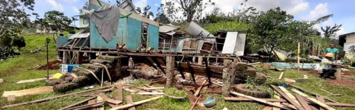 На Фиджи ураган разрушил дома, есть жертвы (ФОТО)