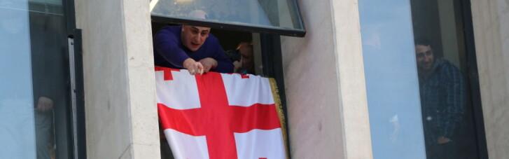 Домріялись. Чим обернеться штурм офісу партії Саакашвілі в Грузії