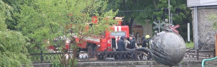 Непогода в Днепре: по улицам города можно передвигаться на лодках (ФОТО)