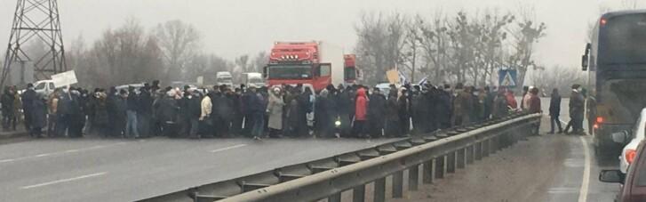 На Полтавщине люди перекрыли дорогу из-за необоснованных суммы в платежках (ФОТО)