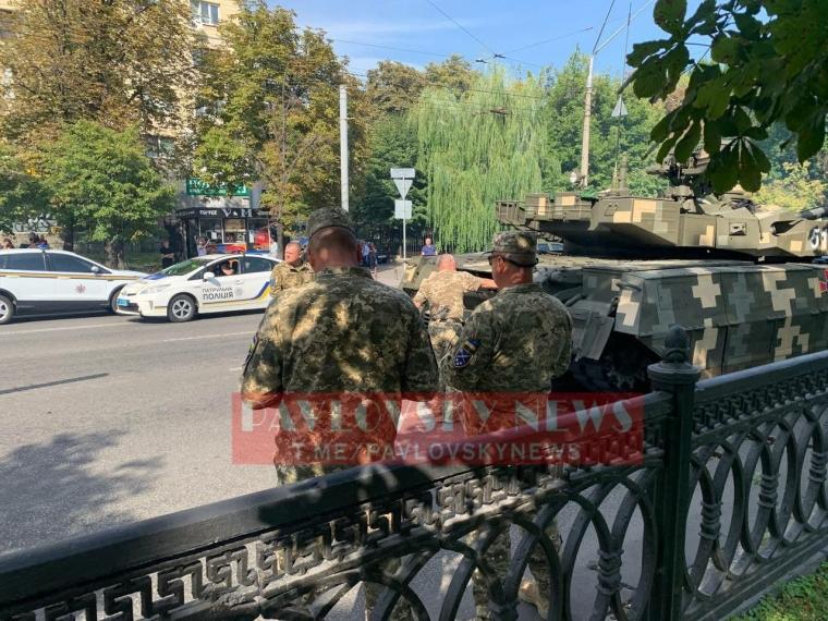 Во время репетиции парада на Крещатике сломался танк