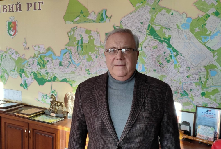 Юрий Вилкул, мэр Кривого Рога, в рабочем кабинете